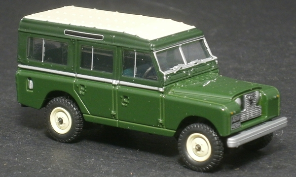 Land Rover Santana Series 3 Station Wagon 1:24 Scale Diecast Model Whitebox